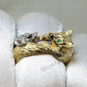 Кольцо лиса с изумрудными глазами