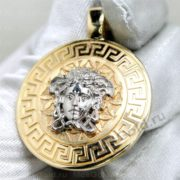 Золотой кулон версаче