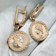 Золотые серьги с королевой