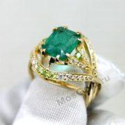 Оригинальное кольцо с изумрудом